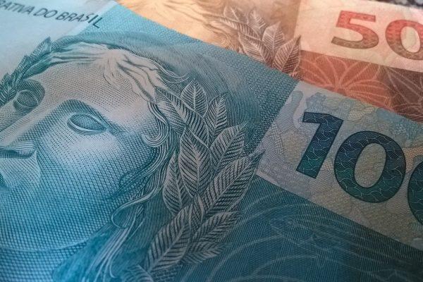 Caixa começa a pagar abono salarial de trabalhadores nascidos em outubro