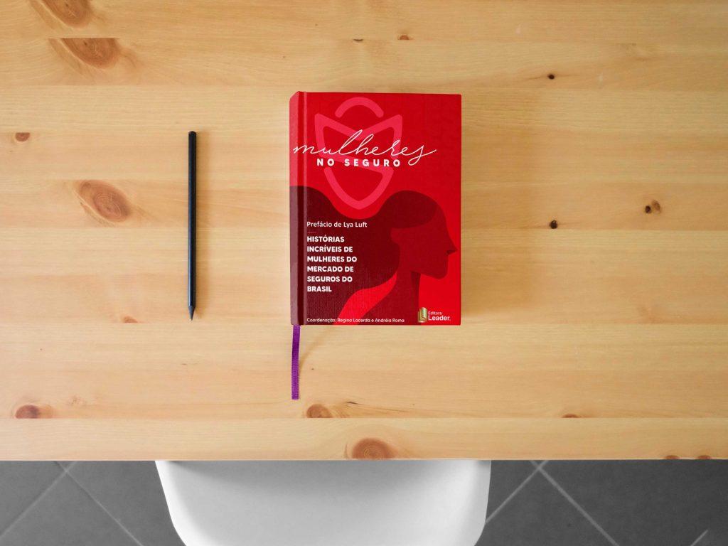 """Executiva Paula Lopes compartilha trajetória profissional no livro """"Mulheres no Seguro"""""""