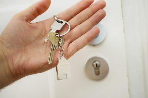 Especialista mostra como evitar problemas com a fechadura da porta