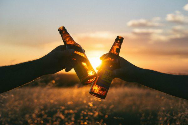 Prevenir o alcoolismo é possível: Sharecare explica mais sobre o assunto