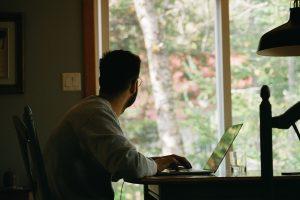 Home office tem desafios, mas é vantajoso para empresas